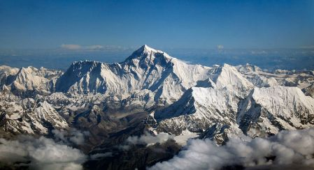 800px-Mount_Everest_as_seen_from_Drukair2_PLW_edit