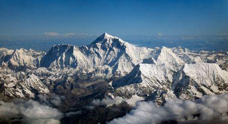 800px-Mount_Everest_as_seen_from_Drukair2_PLW_edit