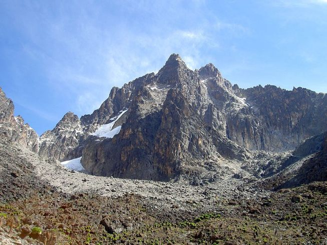 800px-batian_nelion_and_pt_slade_in_the_foreground_mt_kenya